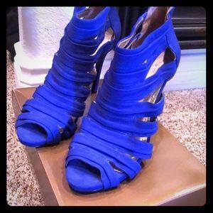 Beautiful blue BCBG back zip high-heels